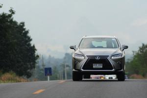 Test Drive Lexus RX 200t ครอสโอเวอร์ สไตล์เฉพาะตัว