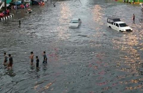 กทม. อ่วม..ฝนถล่มกลางดึก น้ำท่วมขังสูงหลายจุด แนะไม่จำเป็นขออย่าออกบ้าน สำนักการระบายน้ำ กรุงเทพฯ