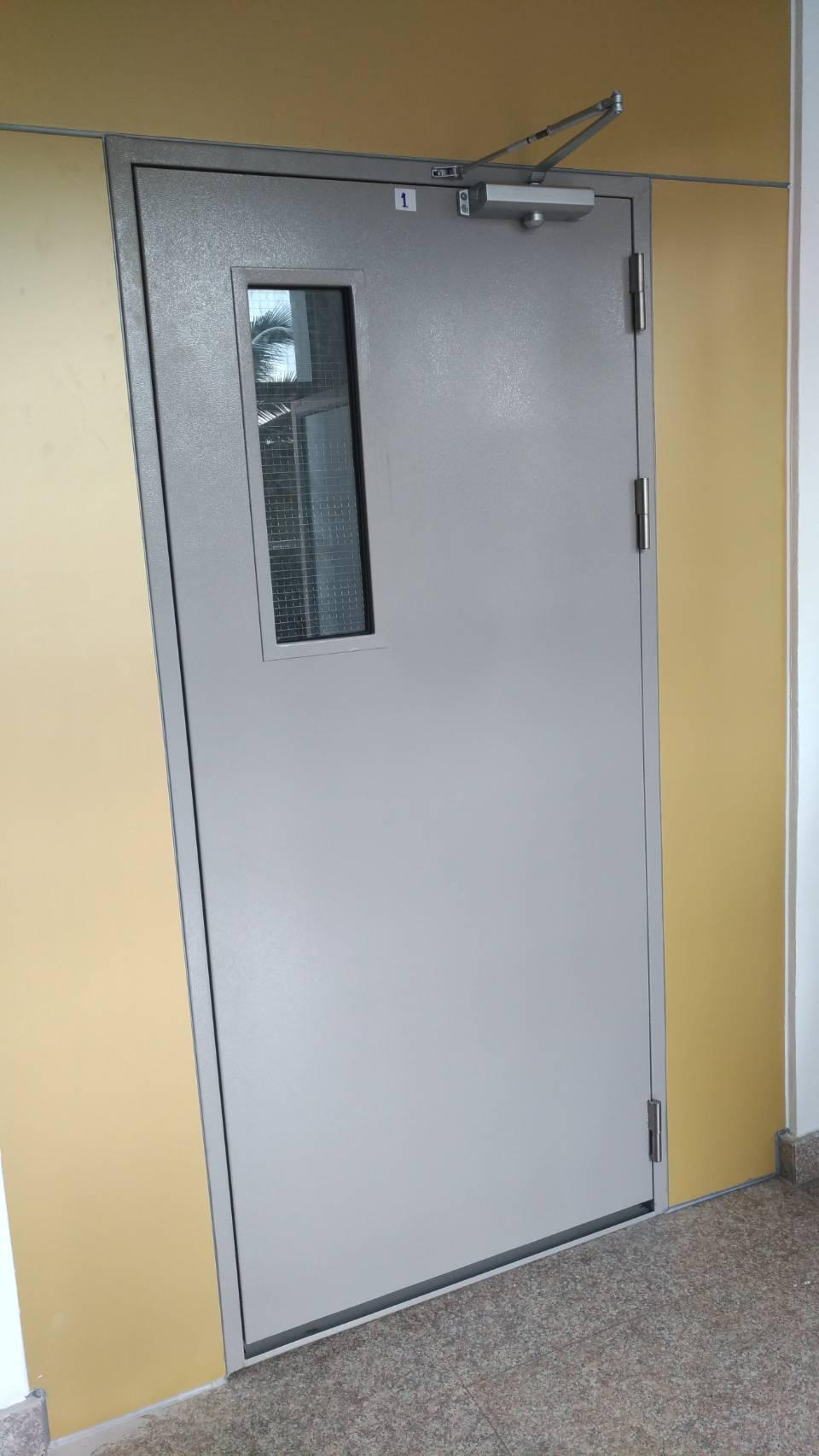 ขาย  ประตูเหล็ก ประตูหนีไฟ วงกบเหล็กงานต่างๆ ประตูไฟเบอร์กลาส ขายถูกๆโรงงานมาเอง  ติดต่อฝน 088-5576671