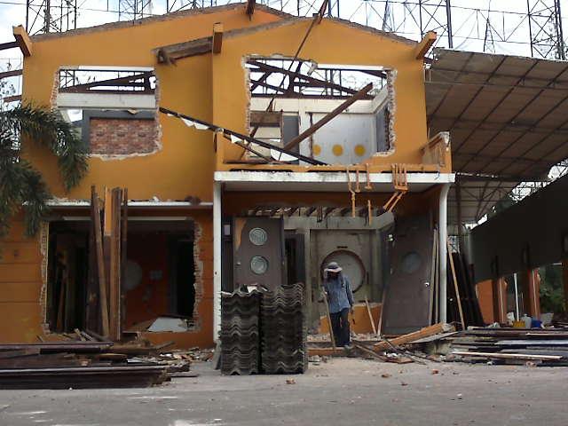 รับทุบบ้านตึก 081-4980172 รับซื้อบ้านไม้เก่า รับซื้อโกดัง โรงงาน รับรื้อถอน ปรับพื้นที่ รับซื้อโครงสร้างทุกชนิด